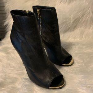 Black leather peep toe steve madden bootie